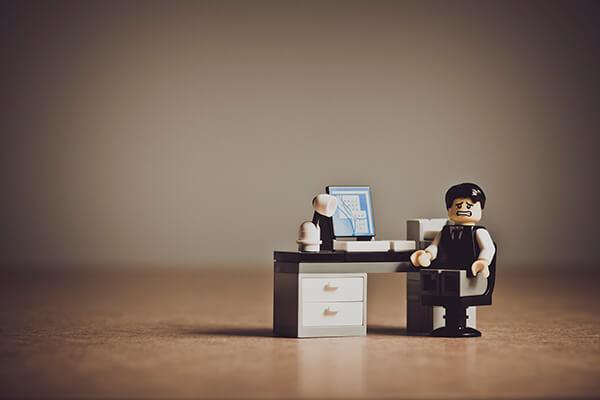 Comparador de seguros Lego en la oficina