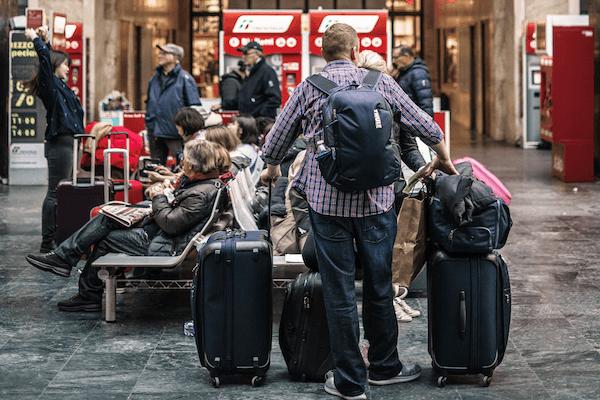 Persona que viaja mucho con un seguro de viaje anual barato