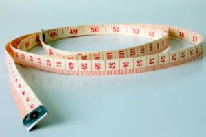 Centímetro para saber la medida de la valija de cabina
